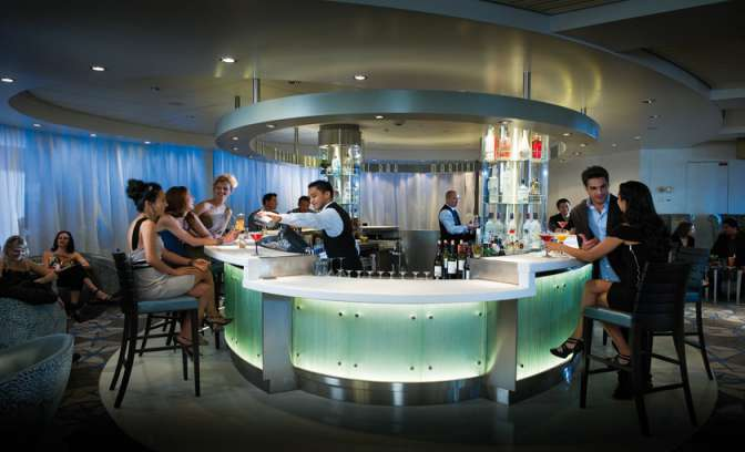 High class martinibar luxueuze Celebrity Constellation