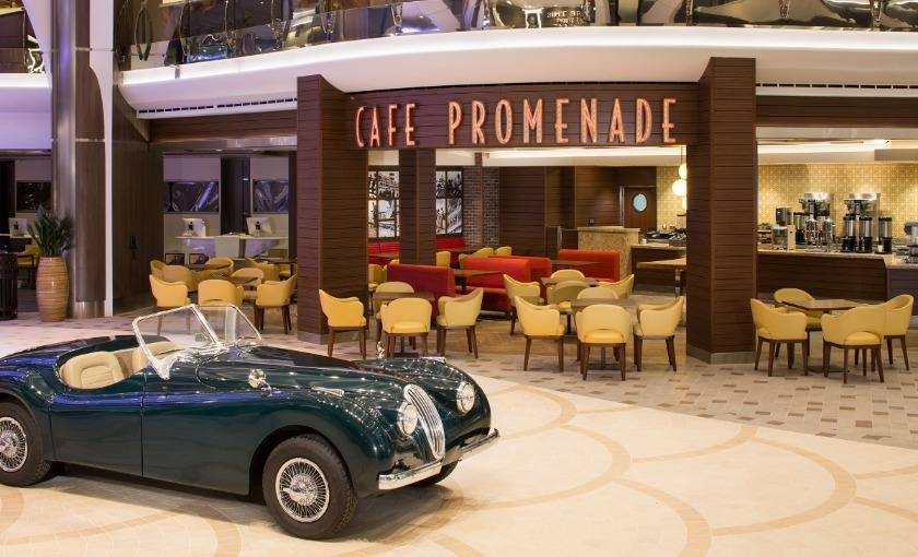 Cafe promenade op de Harmony of the Seas